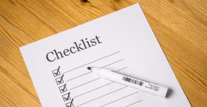 A moving checklist is an ally when it comes to packing your bedroom.