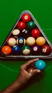 Billiard bolls