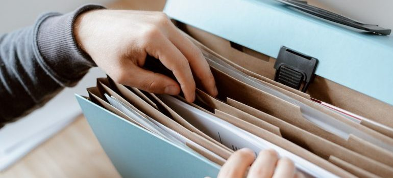 When packing your documents for interstate moving its important to make a good filing system